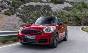MINI John Cooper Works GP фото, обзор гоночного МИНИ Купер