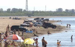 Так можно или нельзя парковать авто на берегу озера или реки