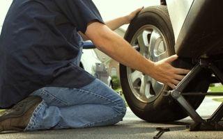 Как заменить колесо на автомобиле?