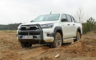 Новый Toyota Hilux 2.8 Invincible — первые впечатления от вождения