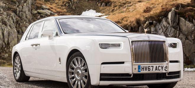 Rolls-Royce Phantom VS Lamborghini Aventador