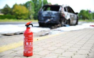 Как правильно использовать автомобильный огнетушитель?