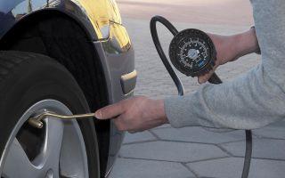Как правильно накачивать колеса автомобиля?