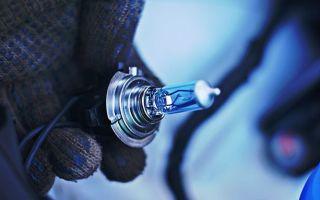Замена лампы ближнего света в Хендай Солярис