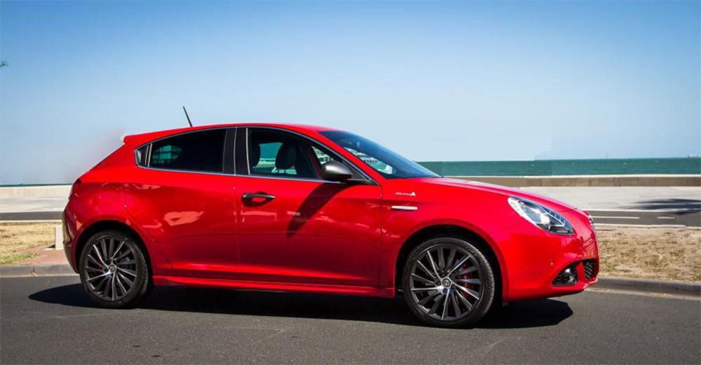 Alfa Romeo Giulietta вид сбоку