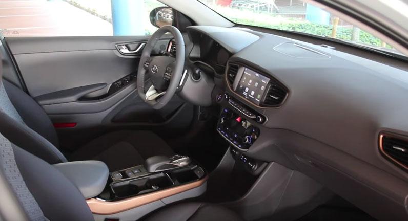 Hyundai IONIQ приборная панель