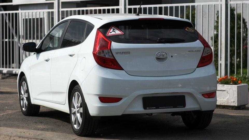 Hyundai Solaris Hatchback сзади