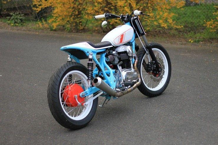 Kawasaki W650 вид сбоку