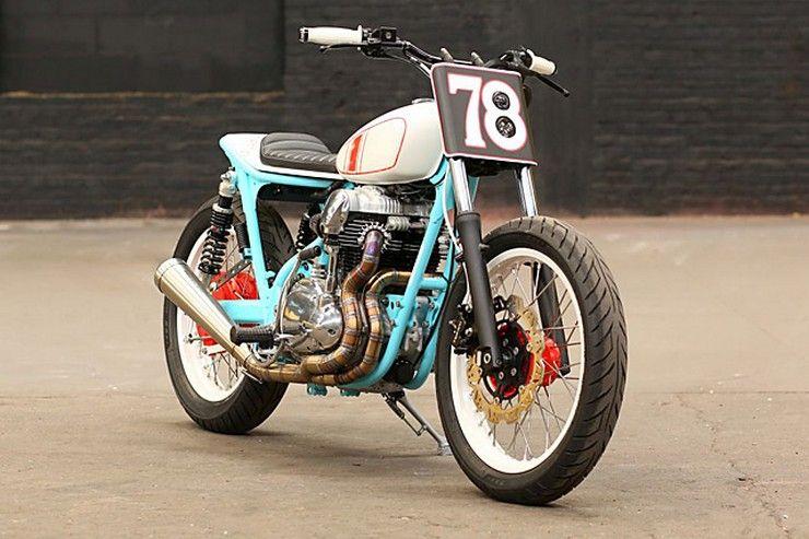 Kawasaki W650 вид спереди