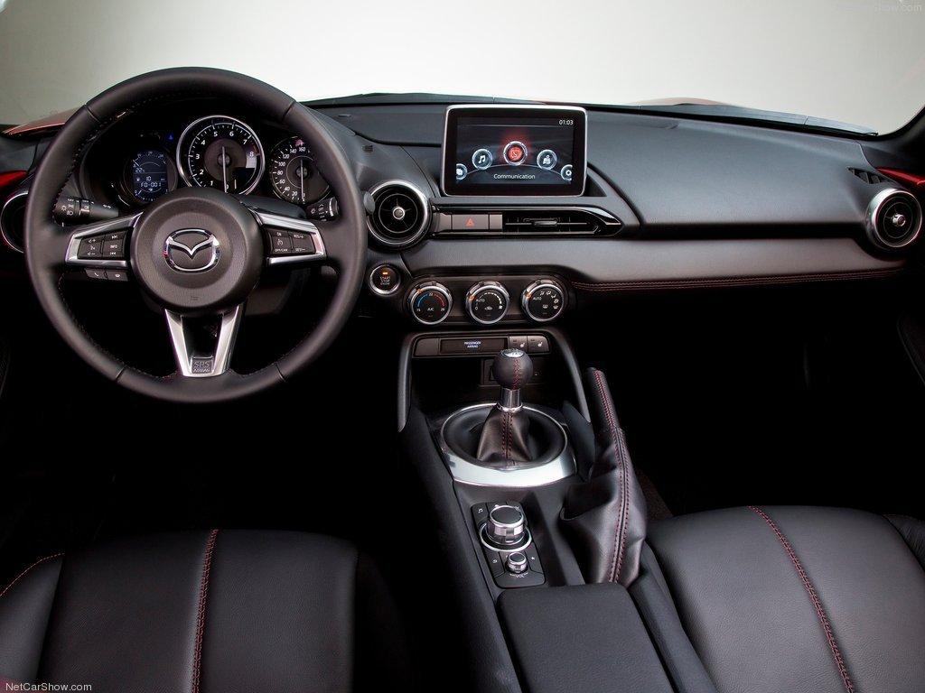 Mazda MX-5 салон