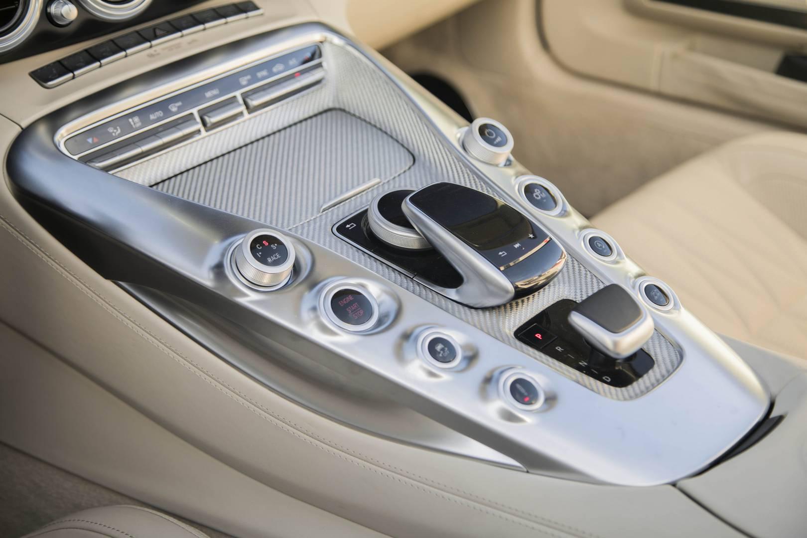 Mercedes-AMG GT C Roadster панель приборов