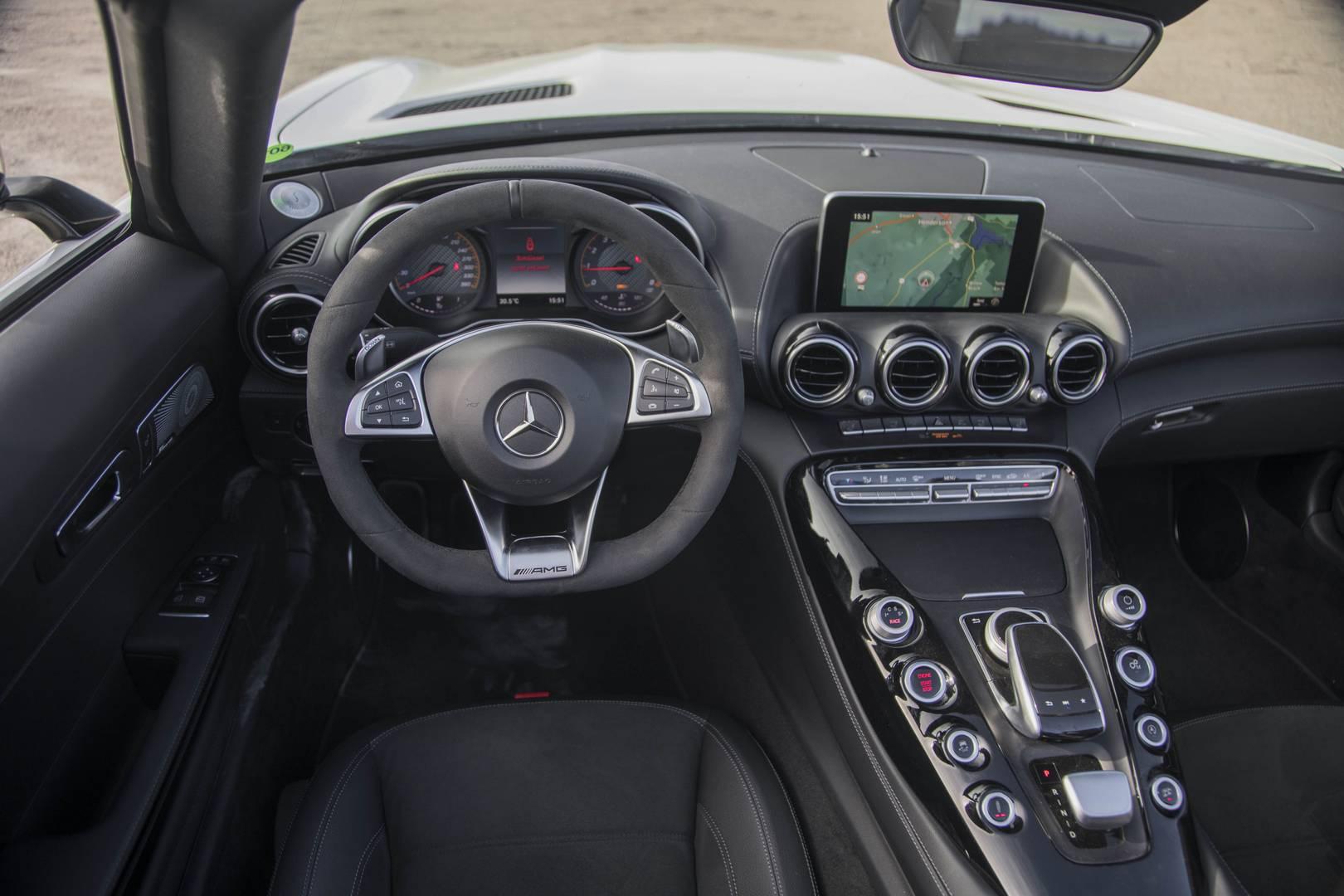 Mercedes-AMG GT C Roadster салон