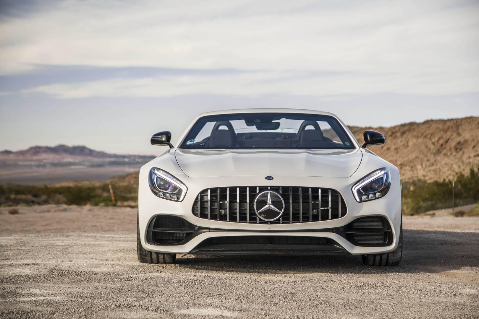 Mercedes-AMG GT C Roadster вид спереди белый