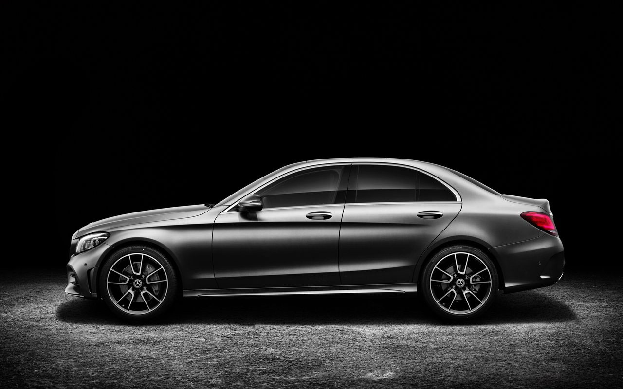 Mercedes C вид сбоку седан