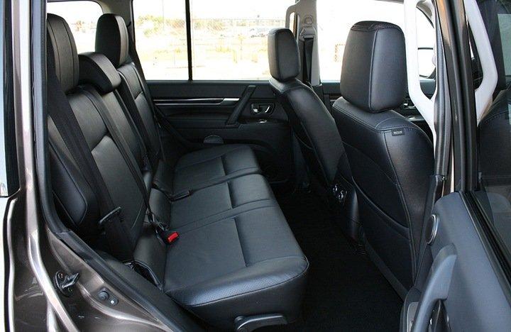 Mitsubishi Pajero задние сидения