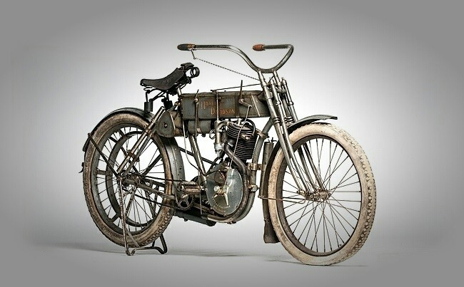 Мотоцикл Харли-Дэвидсон фото спереди