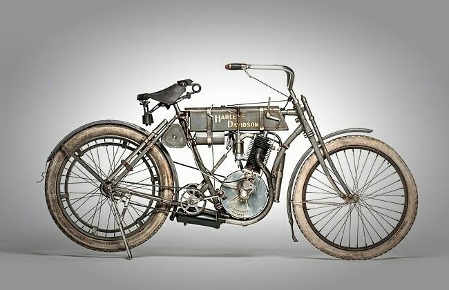 Мотоцикл Харли-Дэвидсон фото