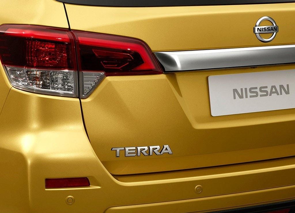 Nissan Terra детали кузова
