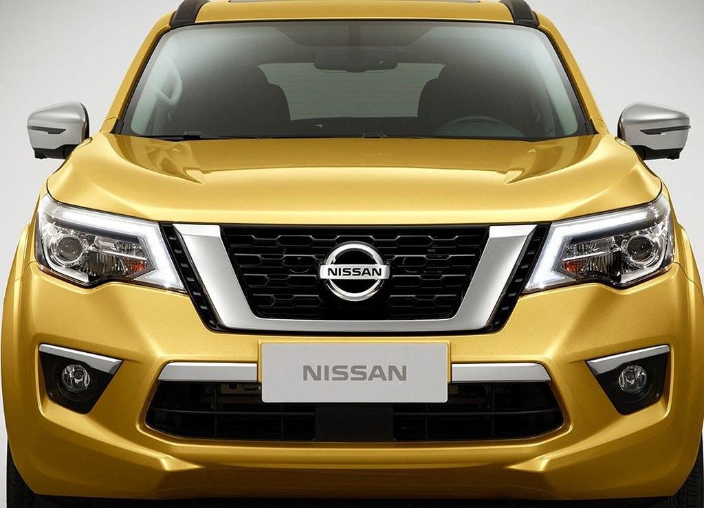 Nissan Terra вид спереди