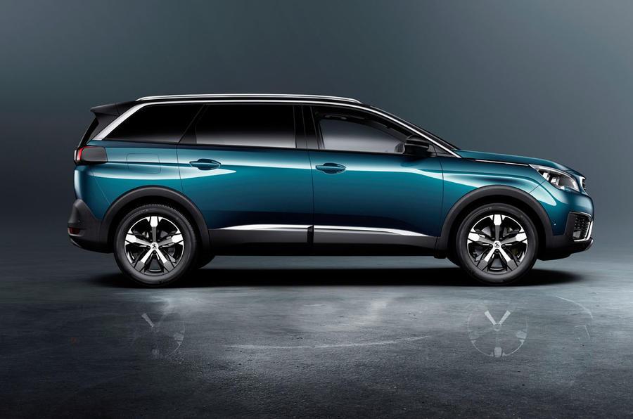 Peugeot 5008 2017 сбоку