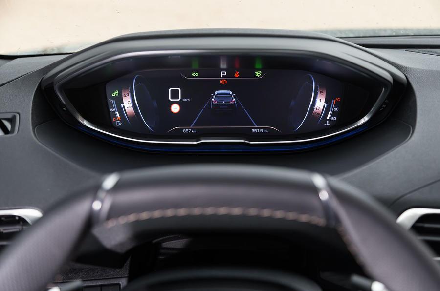 Peugeot 5008 приборная панель
