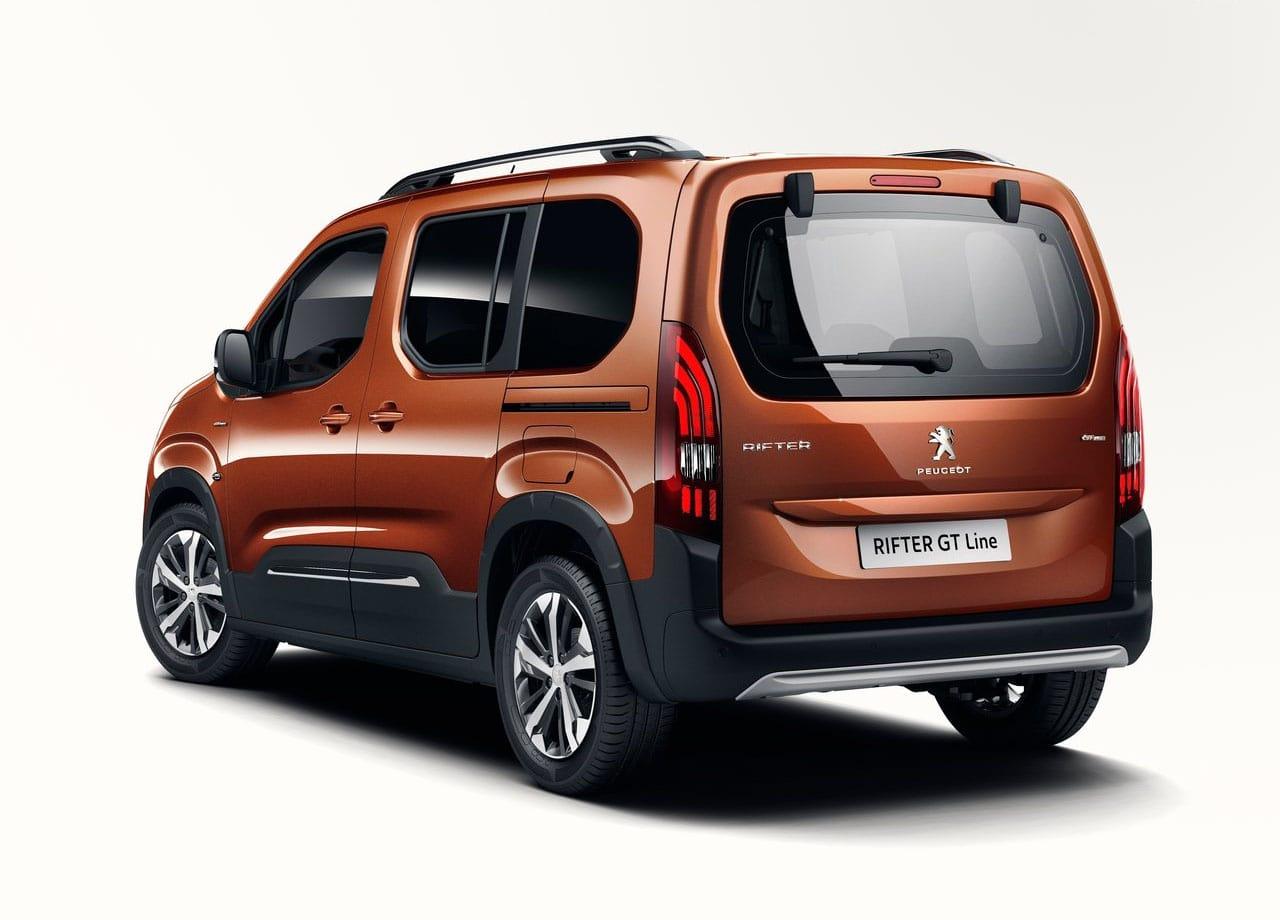 Peugeot Rifter фото сзади