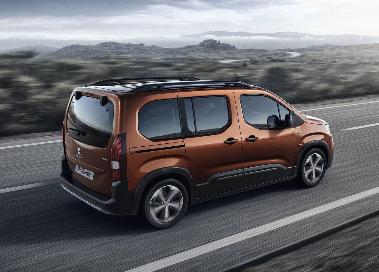 Peugeot Rifter вид сбоку