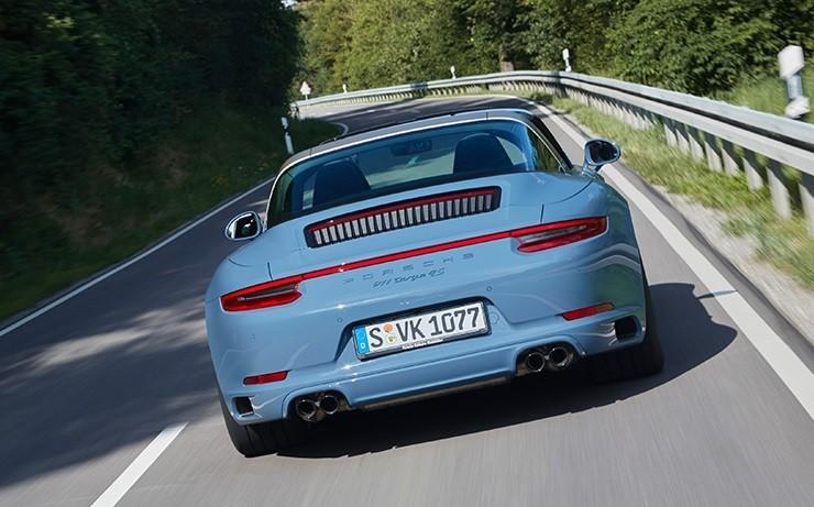 Porsche 911 фото вид сзади