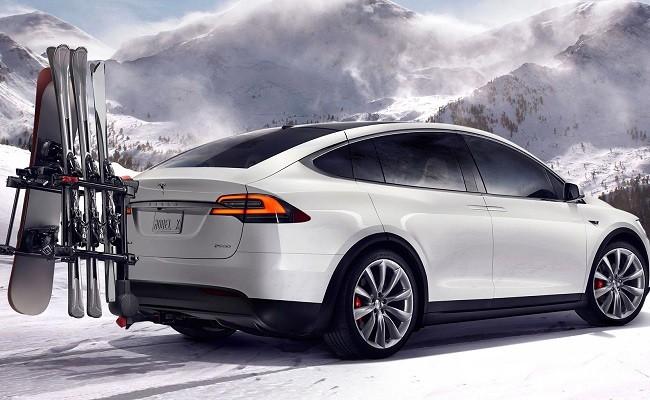 Tesla X фото сзади