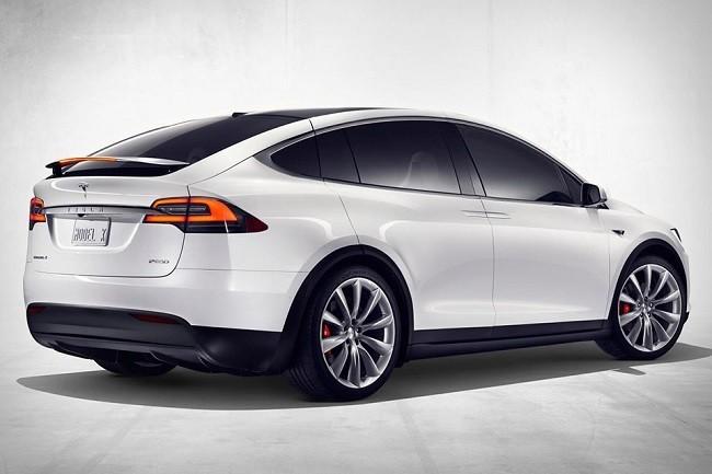 Tesla X вид сзади