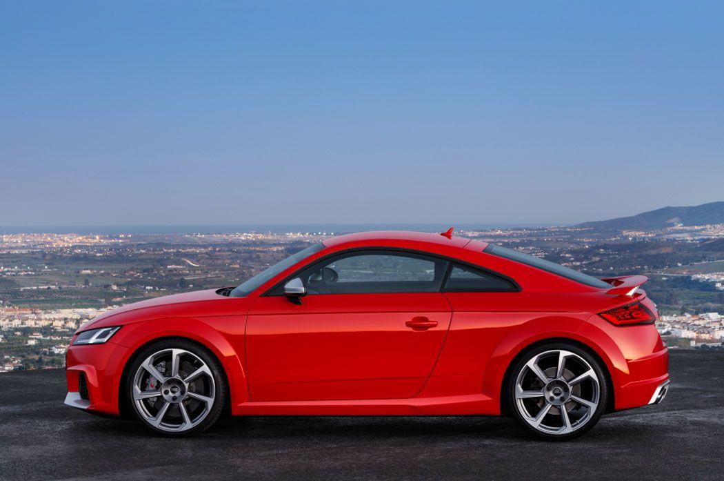 Audi TT RS 2017 фото сбоку