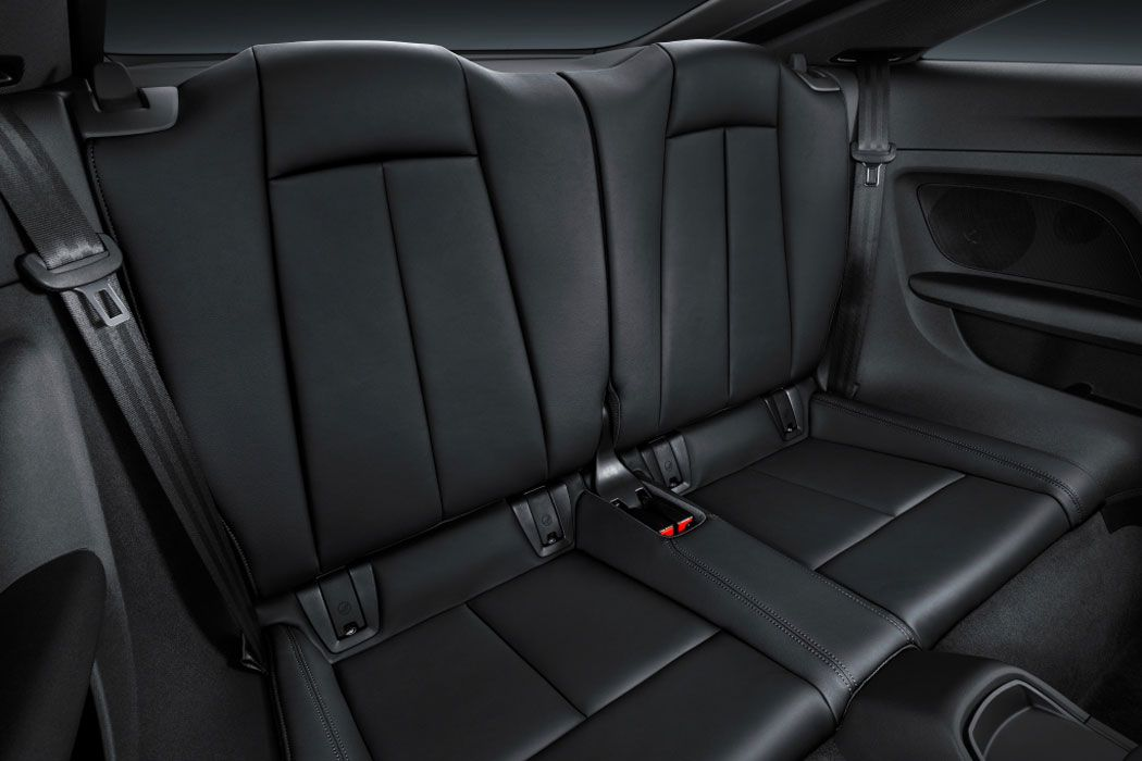 Audi TT RS 2017 задние сидения