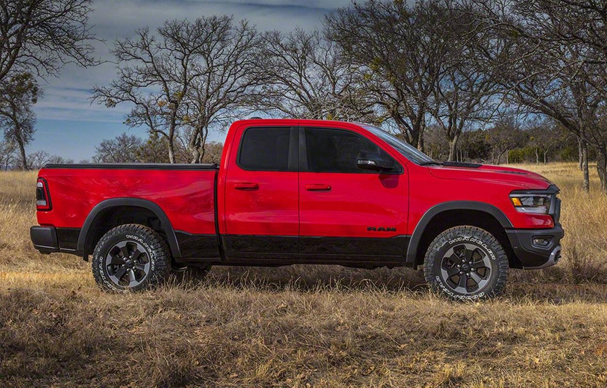 Dodge Ram 1500 вид сбоку