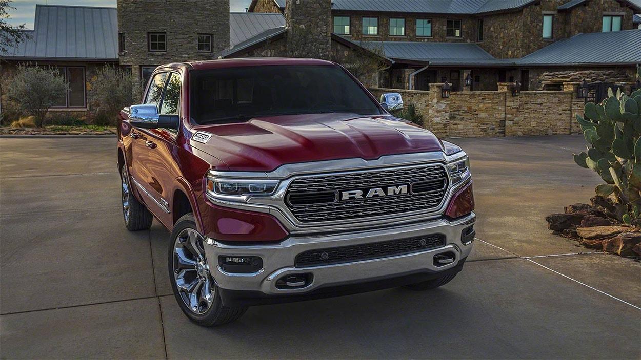 Dodge Ram 1500 вид спереди