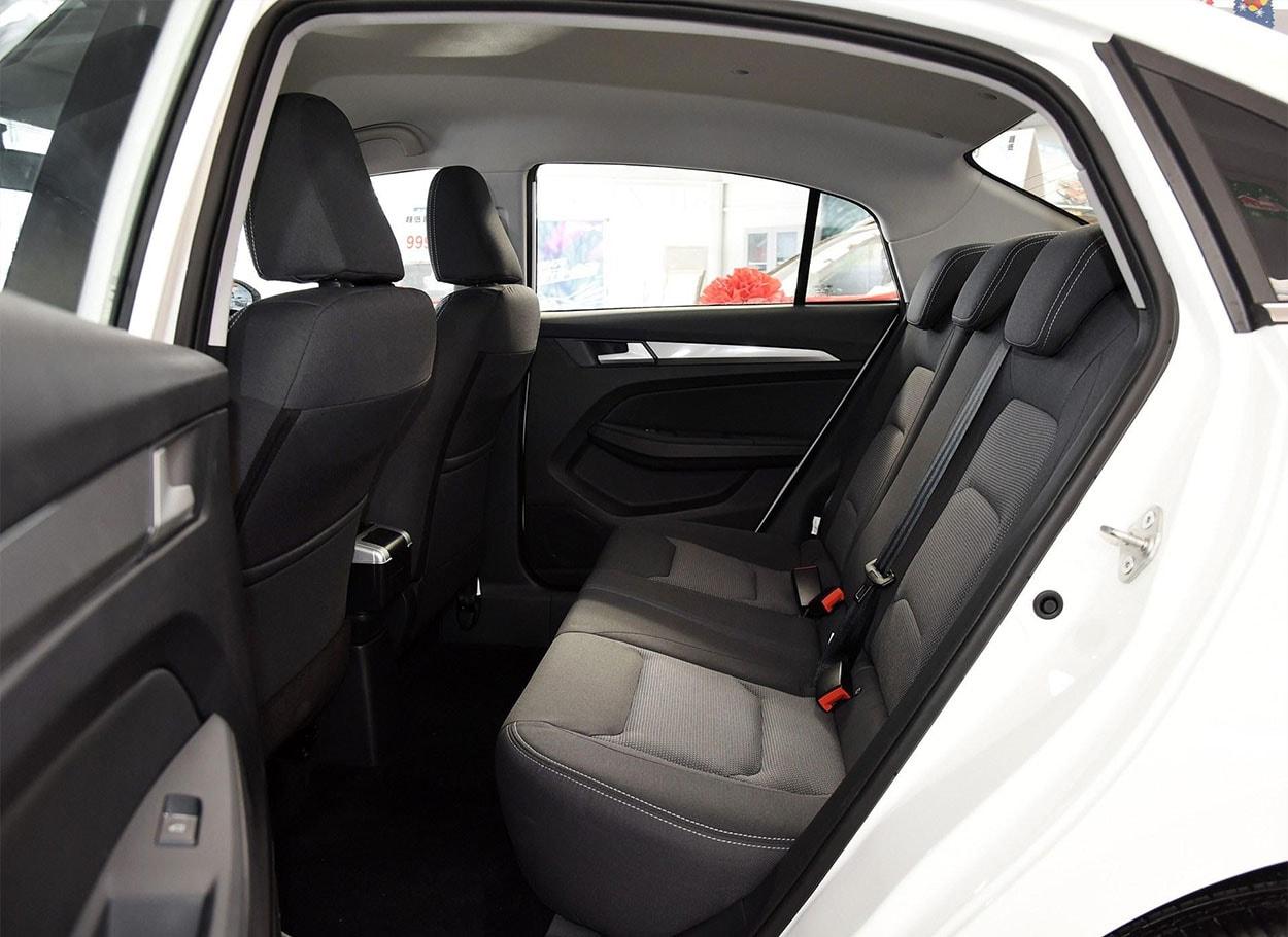 FAW Junpai A50 задние сидения