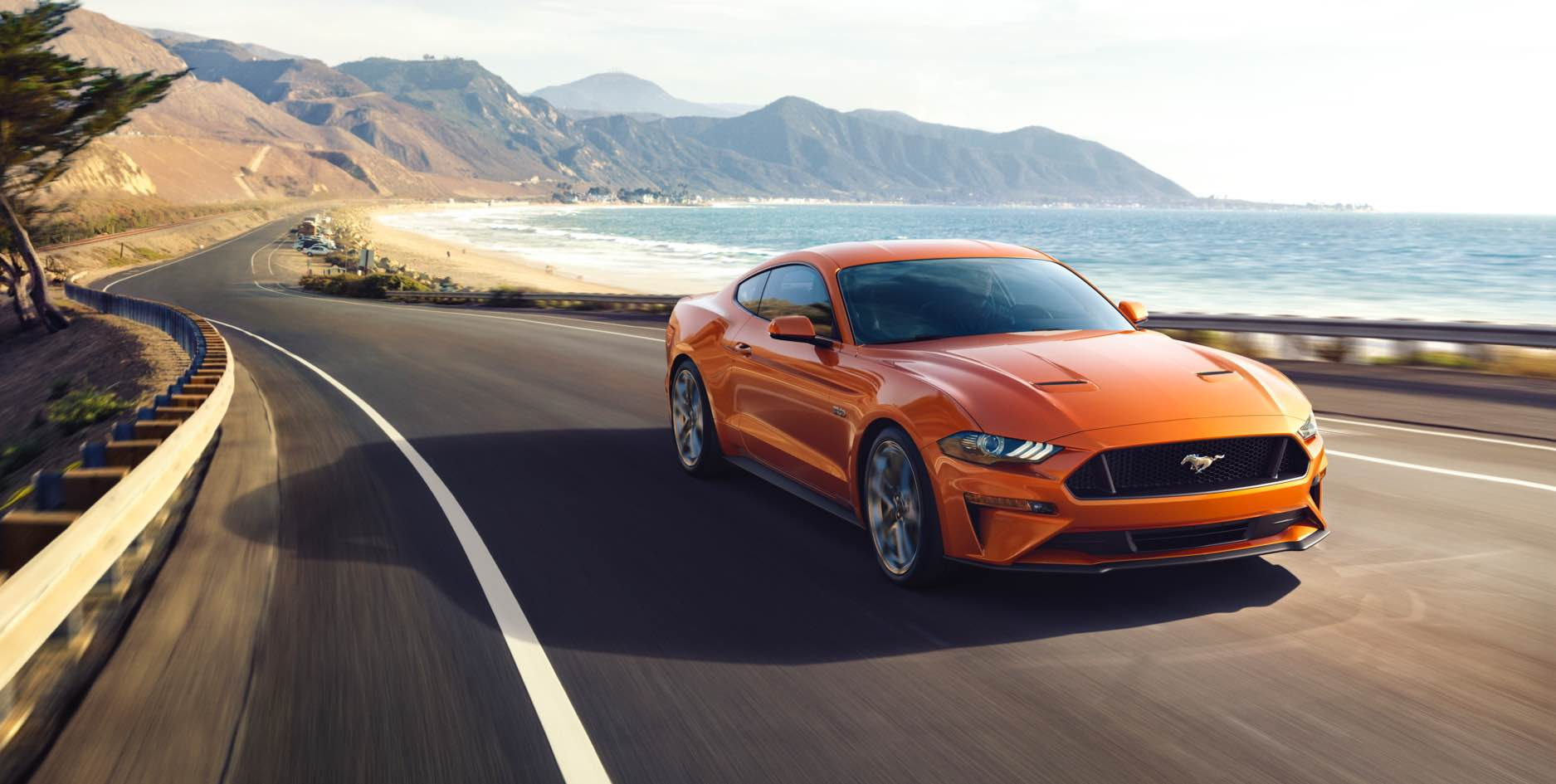 Ford Mustang спереди