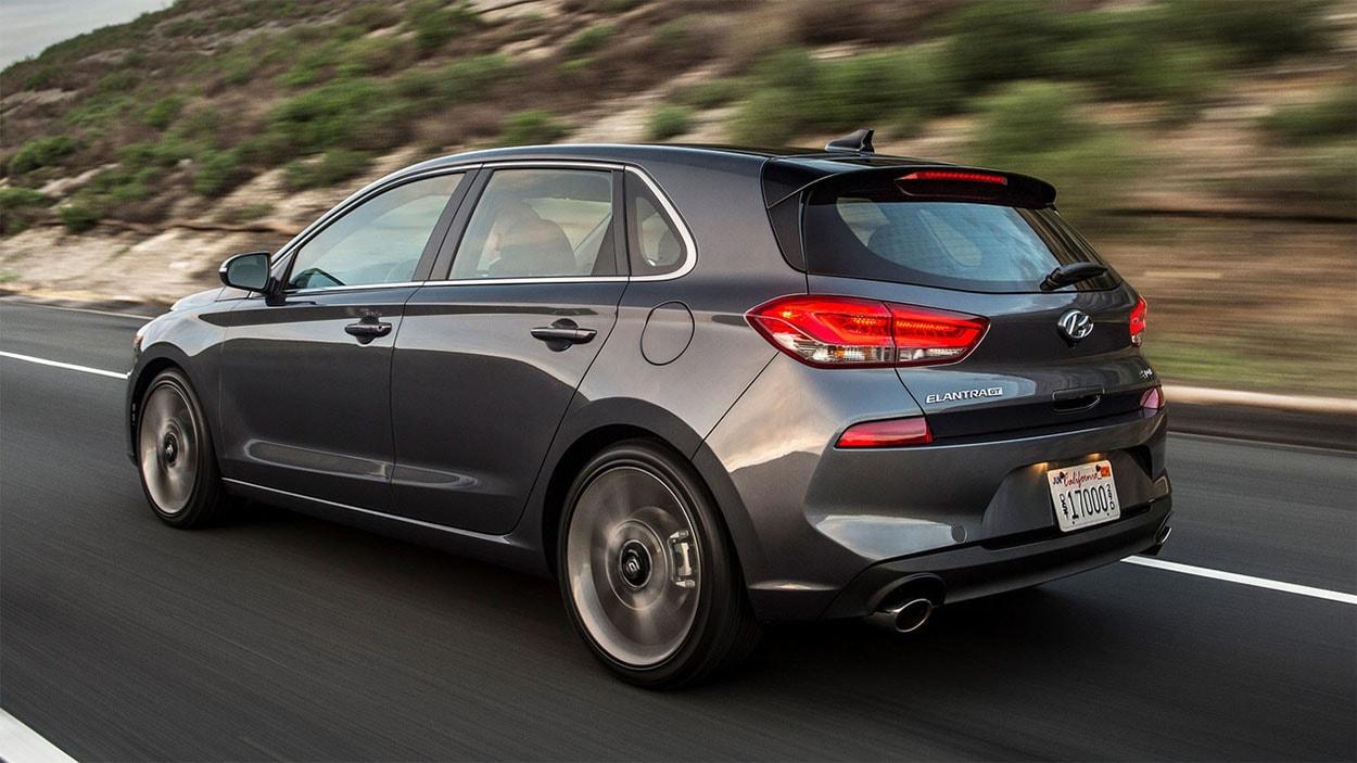 Hyundai Elantra GT 2018 вид сзади
