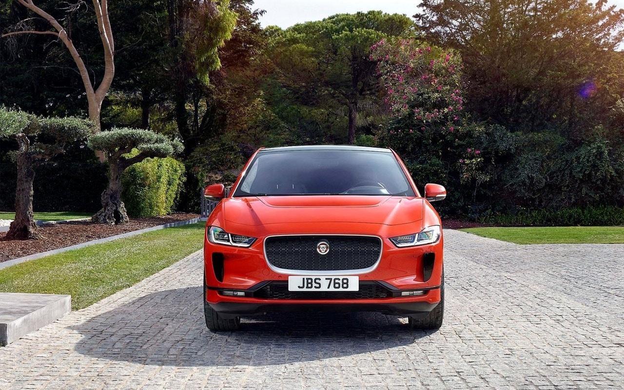 Jaguar I-Pace спереди