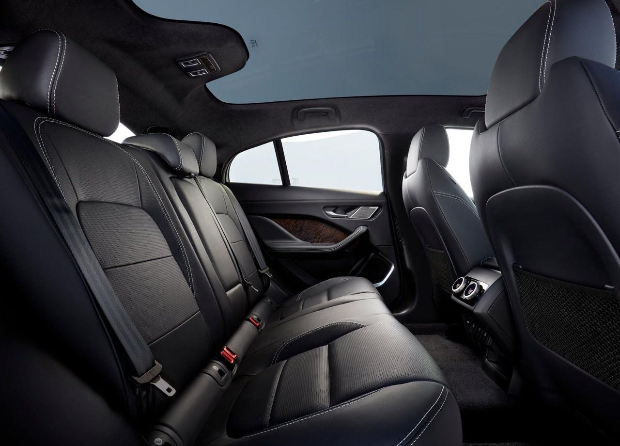 Jaguar I-Pace задние сидения