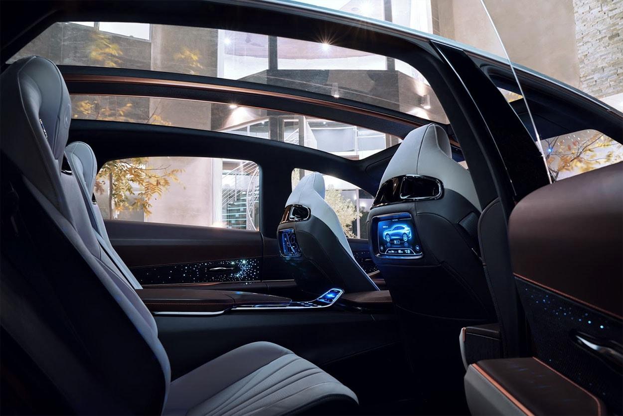 Lexus LF-1 Limitless Concept задние сидения и панорамная крыша