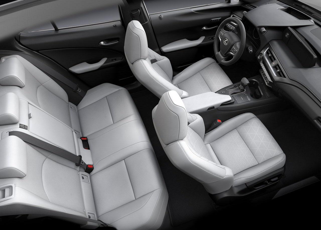 Lexus UX салон сверху