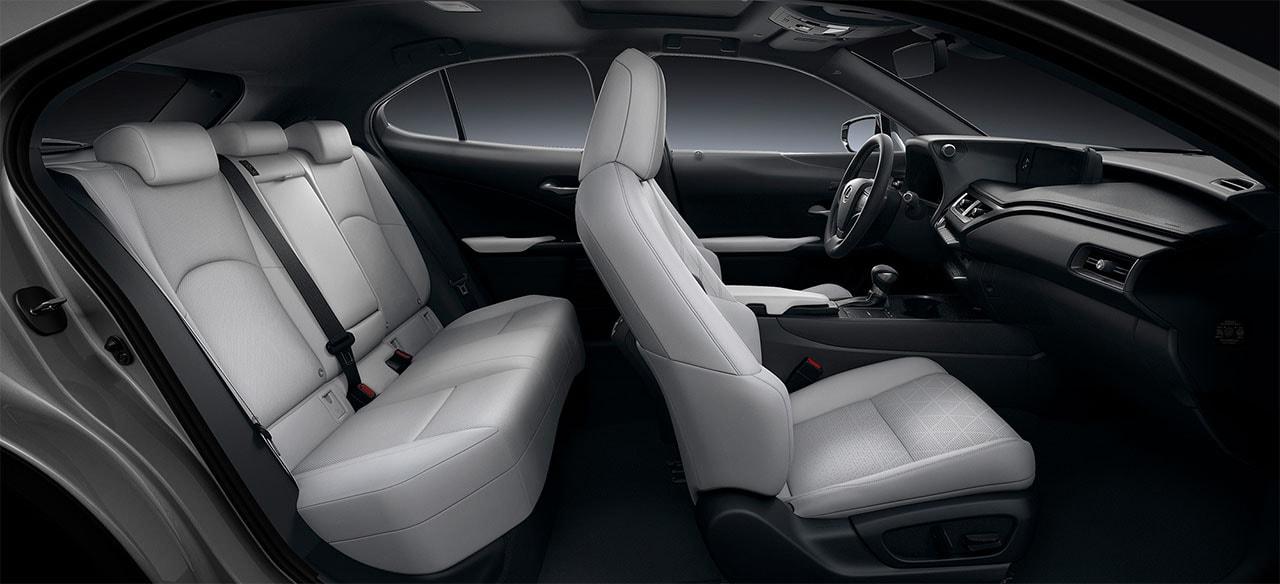 Lexus UX вид салон
