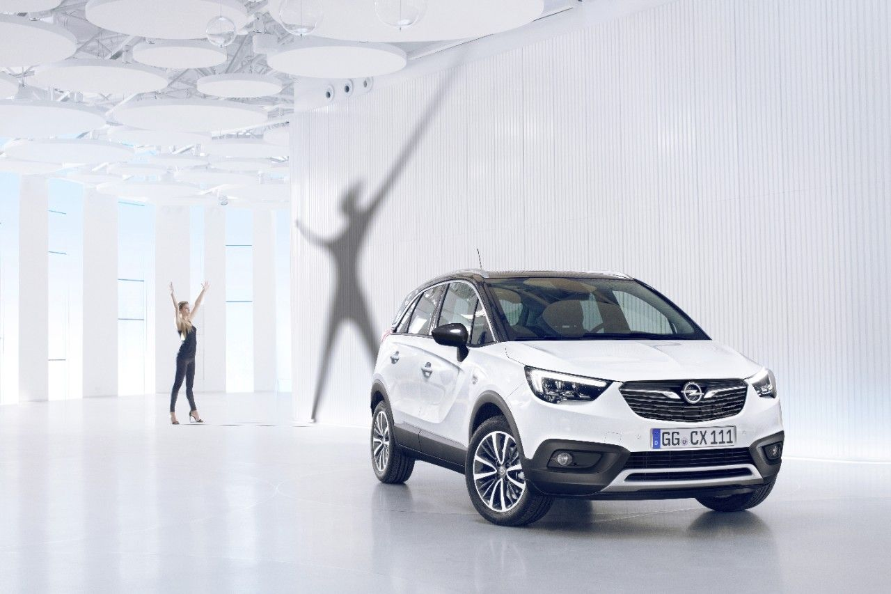 OpelCrossland X фото спереди