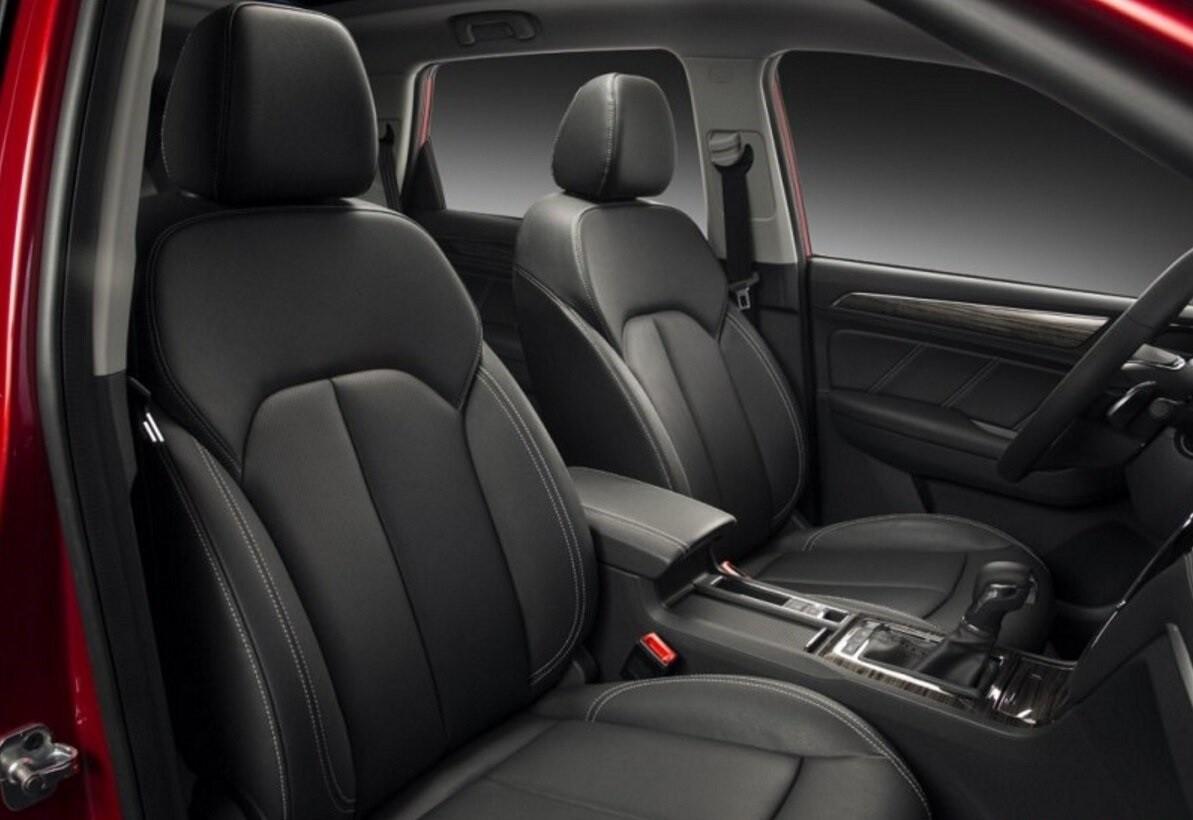 Roewe RX8 передние сидения