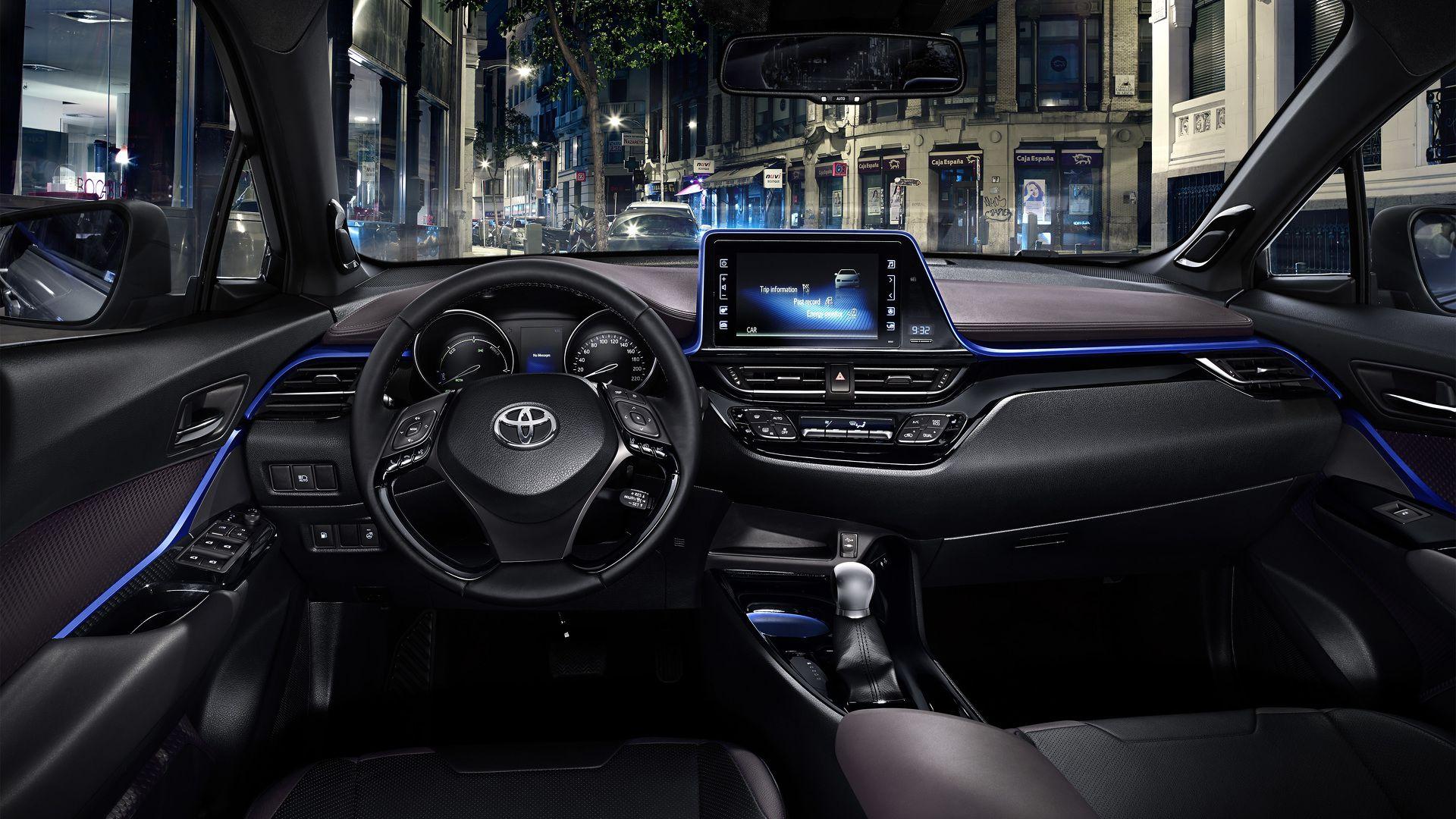 Toyota C-HR Concept салон