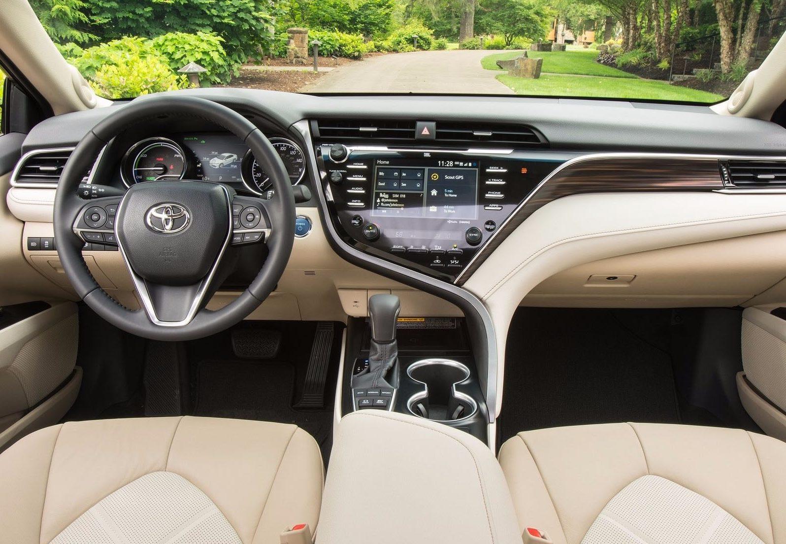 Toyota Camry новая фото салон