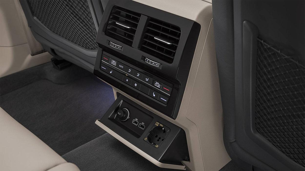 VolkswagenTouareg 3 детали салона