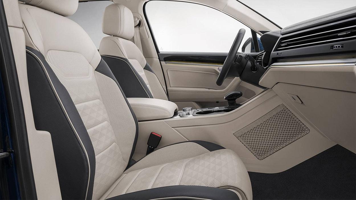 VolkswagenTouareg 3 передние сидения
