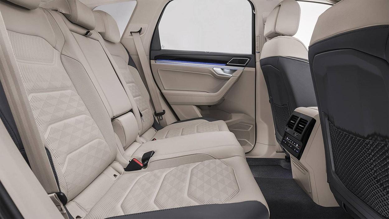 VolkswagenTouareg 3 задние сидения