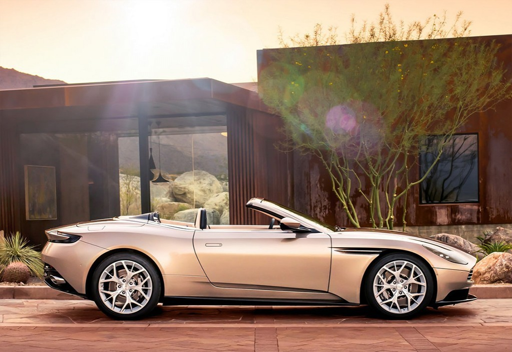 Aston Martin DB11 Volante 2018 кабриолет фото вид сбоку